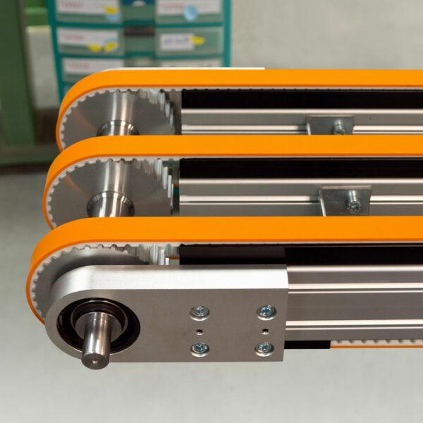Zahnriemenförderer ZRF 40 als lange 3fach-Sonderkonstruktion.