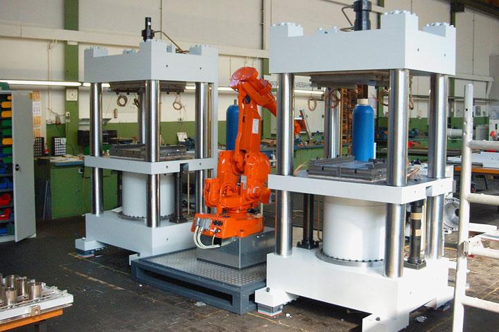 Anwendung Schallschutz: Einhausung Roboterarm (vorher)